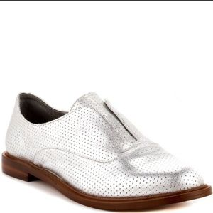 BCBGENERATION Dilver Brisk B Perforated Oxford